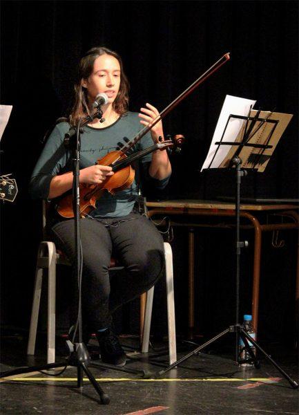 Irene Cano - Túa durante un concierto